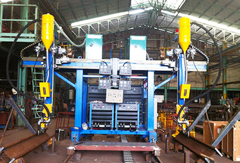 A vietnam agent ordered two sets of double column welding machine SXBH20 from our company.